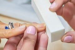 Fin d'amortissement d'ongle de manucure  Image libre de droits