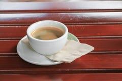 Fin d'expresso de café sur le fond en bois Image libre de droits