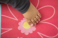 Fin d'orteil de pieds de bébé  Photographie stock