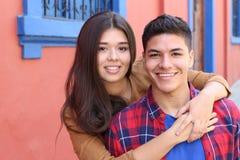 Fin de caresse de jeunes couples  photographie stock