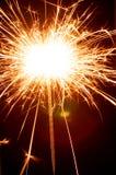 Fin de cierge magique de nouvelle année sur le fond noir Photographie stock