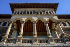 Fin de façade de palais de Cantacuzino, Busteni, vallée de Prahova, Roumanie photos stock