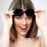 Fin de femme de beauté vers le haut de portrait de visage, sourire toothy Photo libre de droits