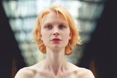 Fin de femme de gingembre, photo teintée images libres de droits