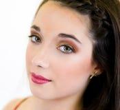 Fin de jeune femme de portrait vers le haut de profil de visage Photographie stock