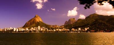 Ciel coloré au-dessus de Lagoa Rodrigo de Freitas Photo stock