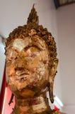 Fin de la Thaïlande vers le haut de feuille d'or de tête de Bouddha Images libres de droits