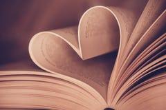 Fin de page de livre de coeur  Photographie stock libre de droits