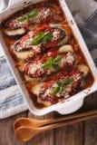 Fin de parmigiana d'alla de Melanzane d'aubergine dans le plat de cuisson Vert Photos stock