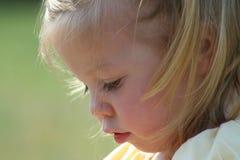 Fin de petite fille vers le haut Image stock