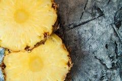 Fin de pomme de pin  Fruits frais Photo libre de droits