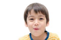 Fin de portrait de petit garçon vers le haut de visage sur le fond blanc image libre de droits