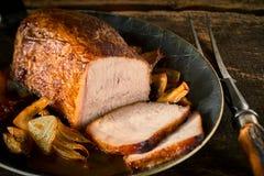 Fin de rôti savoureux de viande avec deux tranches Photo stock