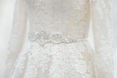 Fin de robe de mariage vers le haut image stock