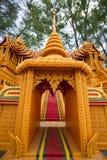 Fin de Sakon de la tradition prêtée bouddhiste. Image stock
