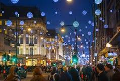 Fin de semana de Black Friday en Londres la primera venta antes de la Navidad Calle de Oxford Imágenes de archivo libres de regalías