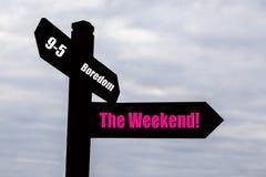 Fin de semana - poste indicador. Fotos de archivo
