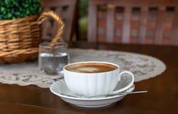 Fin de tasse de cappuccino  Image libre de droits