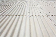 Fin de toit d'ardoise d'amiante  Images stock