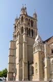 Fin de tour de cathédrale de Lausanne vers le haut. photographie stock libre de droits