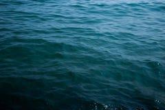 Fin de vague de mer, vue d'angle faible Photo stock