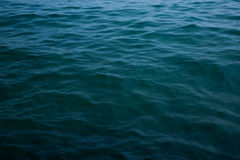 Fin de vague de mer, vue d'angle faible Image stock