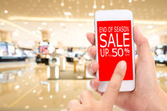 Fin de vente de saison jusqu'au consommateur Shopp de remise de promotion de 50 % Images stock