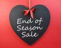 Fin de vente de saison sur le tableau noir de coeur Photo stock