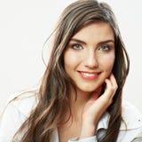Fin de visage de femme vers le haut du backround blanc d'isolement Port de sourire de fille Photo stock