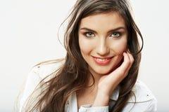 Fin de visage de femme vers le haut du backround blanc. Port de sourire de fille Photographie stock libre de droits