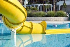 Fin de Waterslide dans une piscine Photographie stock