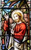 Fin en verre souillé vers le haut de J dans l'église de la croix sainte Image libre de droits