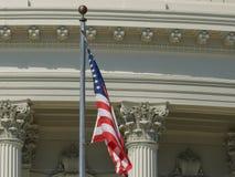 Fin extrême du drapeau sur nous bâtiment de capitol à Washington images libres de droits