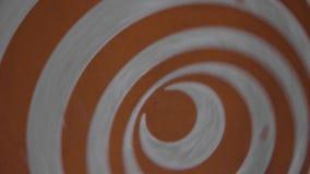 Fin hypnotique de rotation orange de roue  Spirales d'hypnose clips vidéos