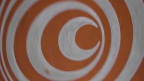 Fin hypnotique de rotation orange de roue  Spirales d'hypnose banque de vidéos
