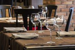 Fin inställning för ställe för restaurangmatställetabell Arkivfoton
