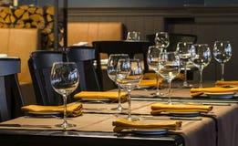Fin inställning för ställe för restaurangmatställetabell Arkivbilder
