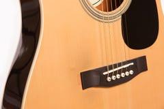 Fin jaune acoustique électrique de guitare d'isolement sur le blanc Photographie stock libre de droits