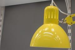 Fin jaune de lampe de bureau  images libres de droits