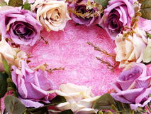 Fin rose artificielle de fleur sur le fond rose avec la copie de l'espace Image stock