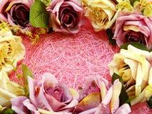 Fin rose artificielle de fleur sur le fond rose avec la copie de l'espace Photographie stock