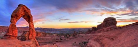 Fin solnedgångpanorama för båge HDR royaltyfri bild