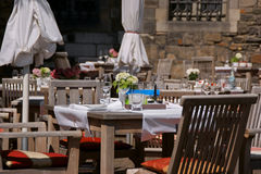 fin utomhus- restauranginställningstabell Fotografering för Bildbyråer