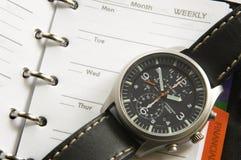 Fin vers le haut d'un orginezer et d'une montre-bracelet Photographie stock libre de droits