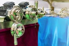 Fin vers le haut de propulseur ou de palette de la pompe à haute pression pour le transfert chimique dissolvant de liquide ou d'h photos libres de droits