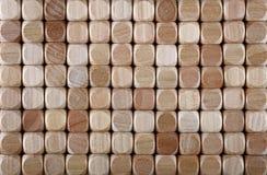 Fin vers le haut du fond des blocs formés par matrices en bois Photo stock