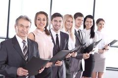 Fin vers le haut ?quipe d'affaires avec des documents d'entreprise Le concept du travail d'?quipe photos libres de droits