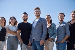 Fin vers le haut une équipe des jeunes modernes Photos libres de droits