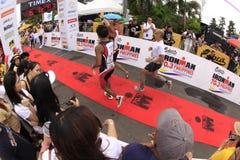 Final de la raza de la corrida del maratón de Ironman Filipinas Imagen de archivo libre de regalías