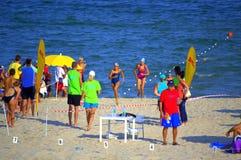 Final de la raza de la natación de la playa del verano Imágenes de archivo libres de regalías